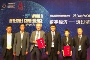 Signing the EU-China MoU in Wuzhen, China